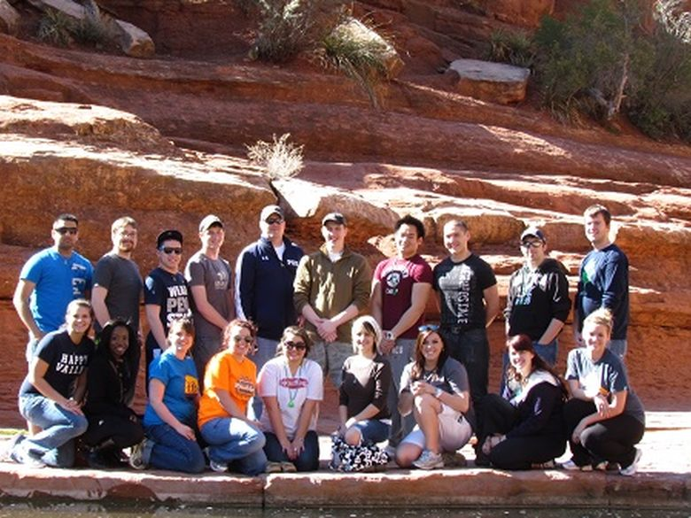 students on alternative spring break trip in front of Arizona canyon
