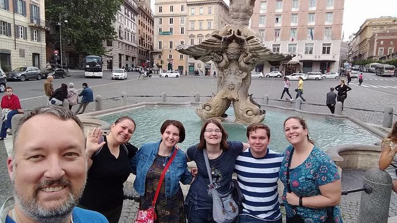 The honors group in front of the Fontana del Tritone